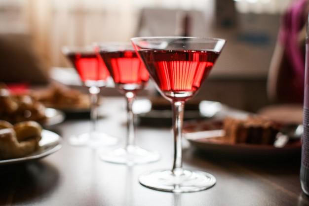champagne-glasses_385-19321289
